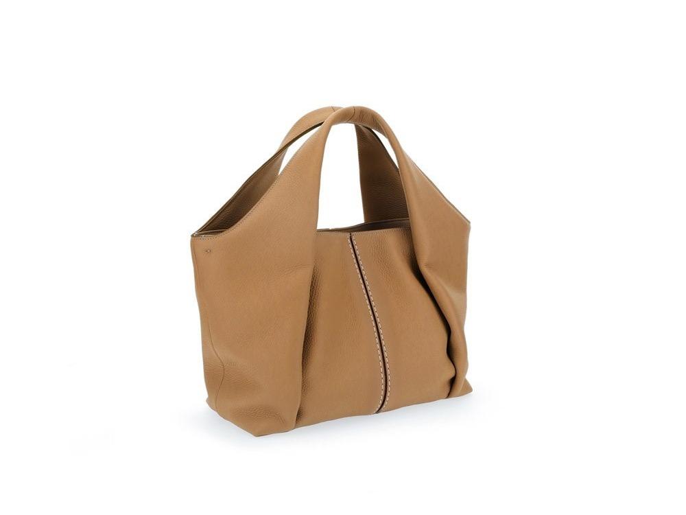 TOD'S Shirt Bag淺棕色托特肩背包,54,500元。 圖/迪生提供