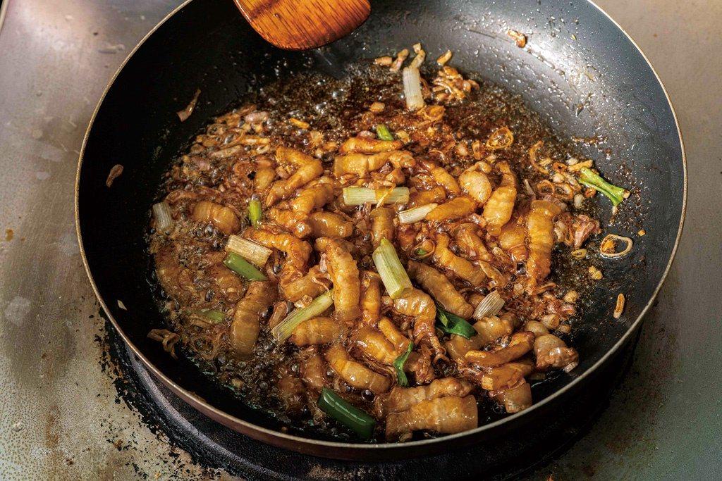 滷肉開始燉煮時火力勿過大。 圖/上優文化提供