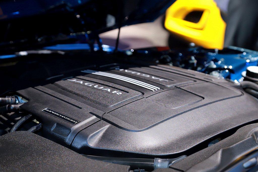 Jaguar F-Type P300 R-Dynamic搭載Ingenium 2...