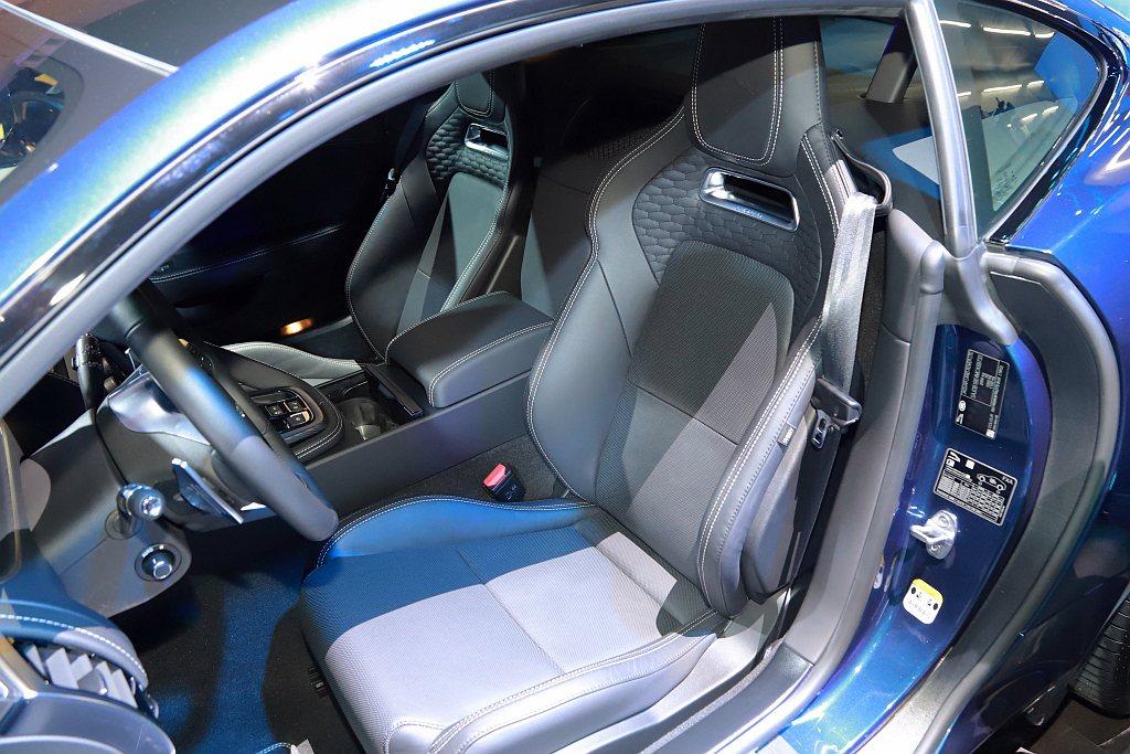 Jaguar F-Type P450 R-Dynamic升級為溫莎皮革高性能跑車...