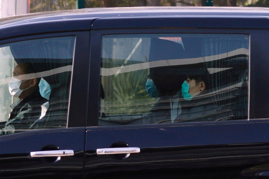 根據《立場新聞》報導,其中未成年港人廖子文、黃臨福今早被移交香港警方,兩人搭乘警...