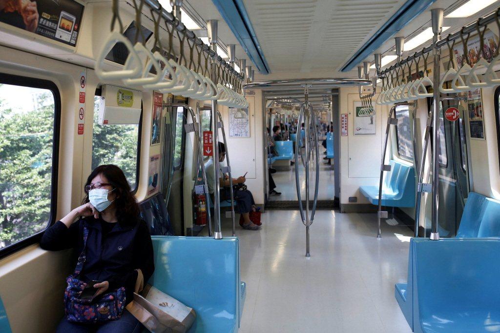 台北捷運近年開始進行博愛座正確使用與讓座觀念的宣導。 圖/路透社