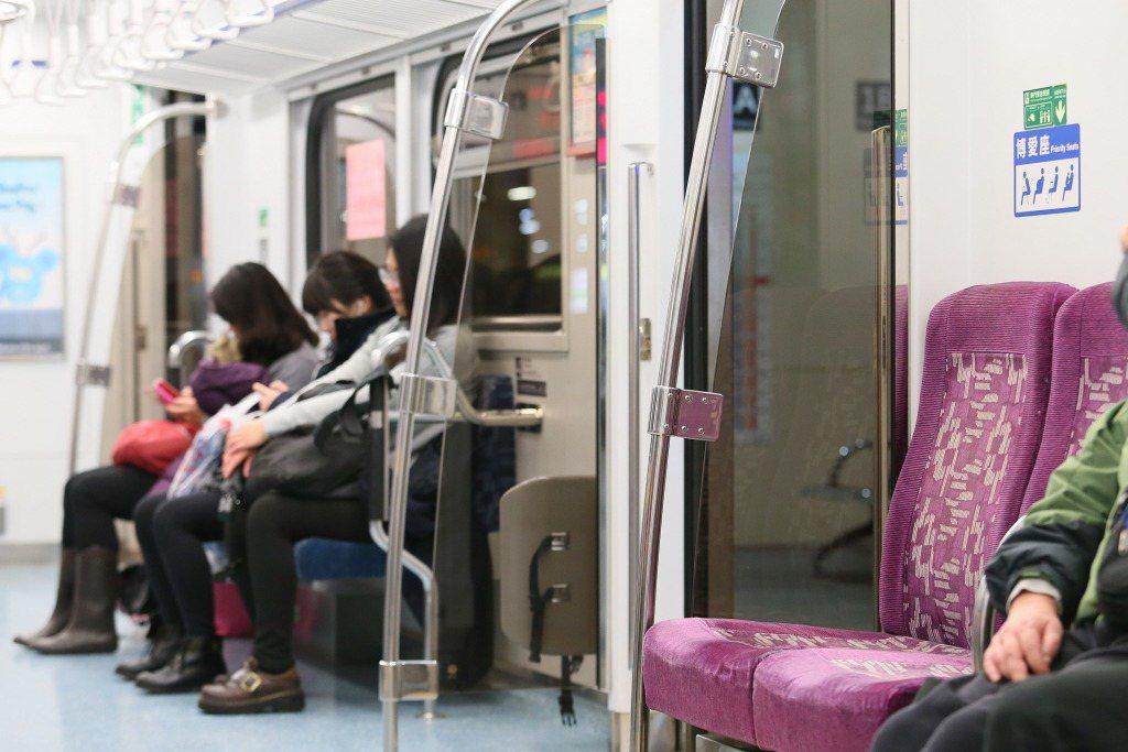 博愛座的本意是讓有需求的旅客優先乘坐,在高齡化社會下,宣導讓位觀念,比增設座位來得更重要。 圖/聯合報系資料照
