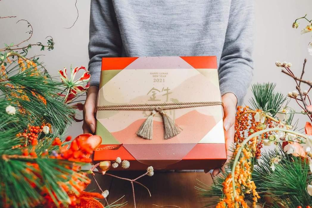 小草作迎接農曆新年,以「台灣原生,豐盛美好」為開發理念,推出美好豐盛組合與主廚限...