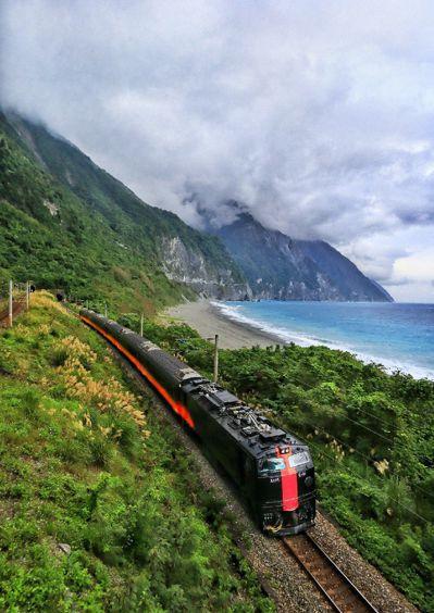 鳴日號主打「五星服務」及「五感體驗」,打造高規格的鐵路主題旅遊。圖/台鐵局提供、...