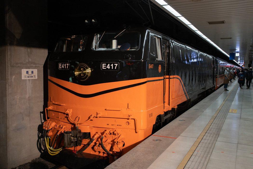 台鐵全新美學觀光列車「鳴日號」。記者季相儒/攝影
