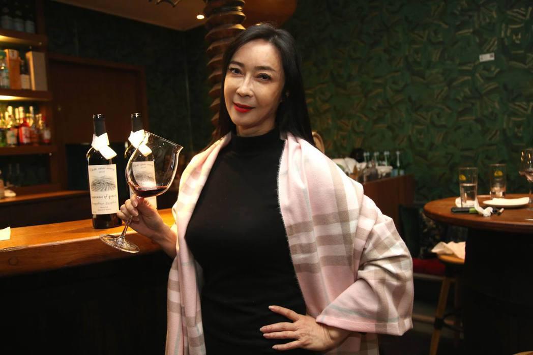顧婕計畫在明年1月底發表新書,書中的「品酒」單元,將暢談她考「侍酒師」證照的心路...