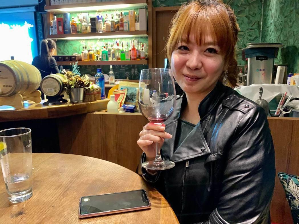 受邀參加餐酒會的旅遊業陳小姐,對品飲的「2019橘天使黛西的音符」及「2019高...