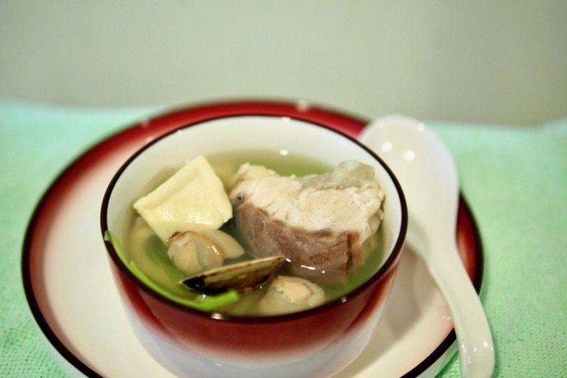 蛤蠣鱘龍魚湯