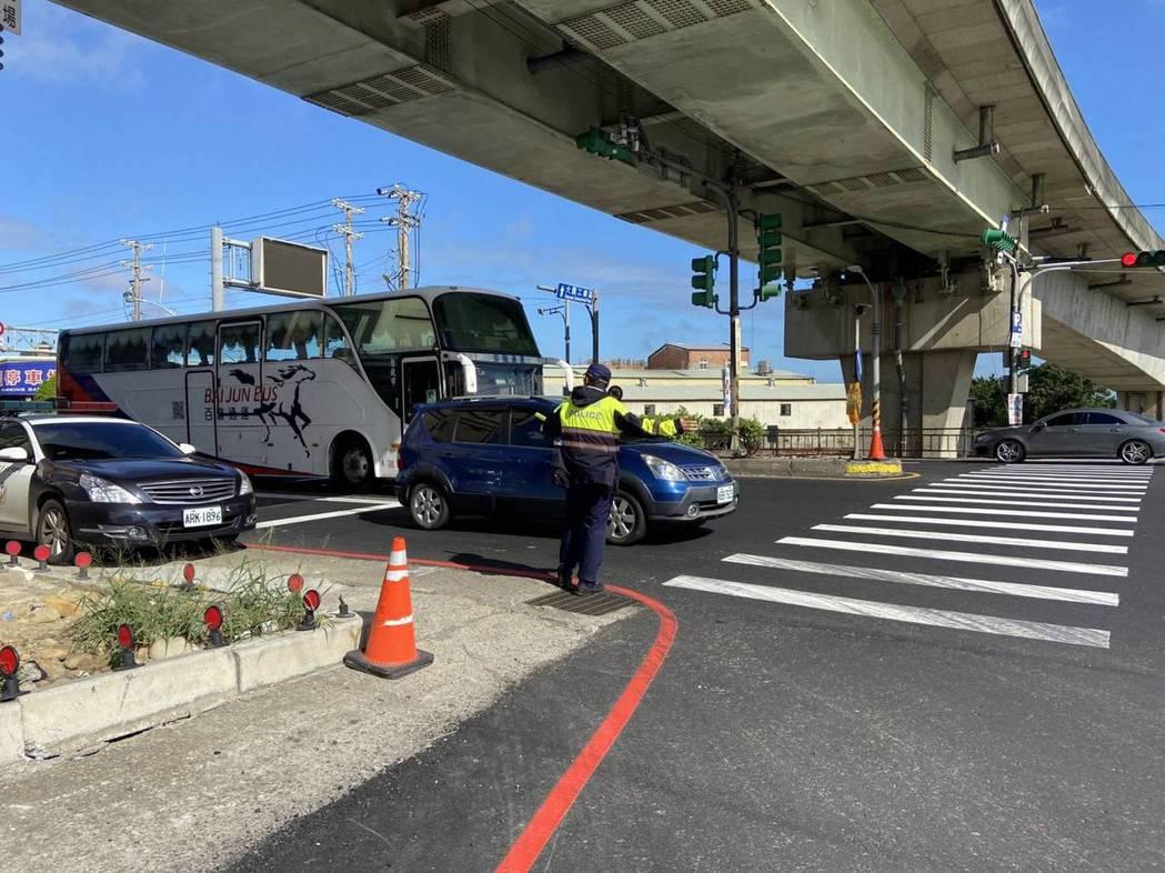 國道1號平鎮系統南下匝道入口,2021年1月1日0時至24時,全天禁止車輛進入。...