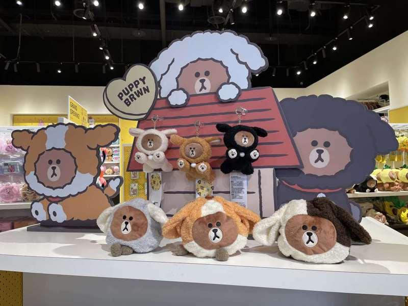 高雄首間PLAY LINE FRIENDS,搶先販售PUPPY BROWN系列。記者顏甫珉/攝影