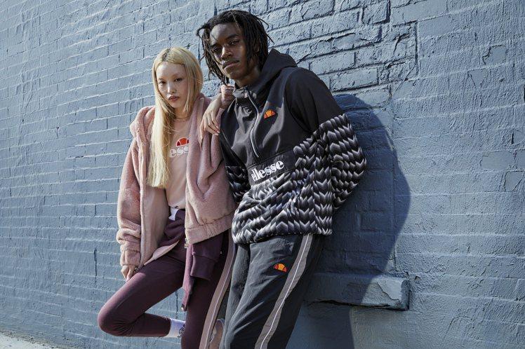 ellesse在這季推出「衝鋒衣」及「⽑毛外套」運用飽和的黃、紅、藍、粉等色系,...