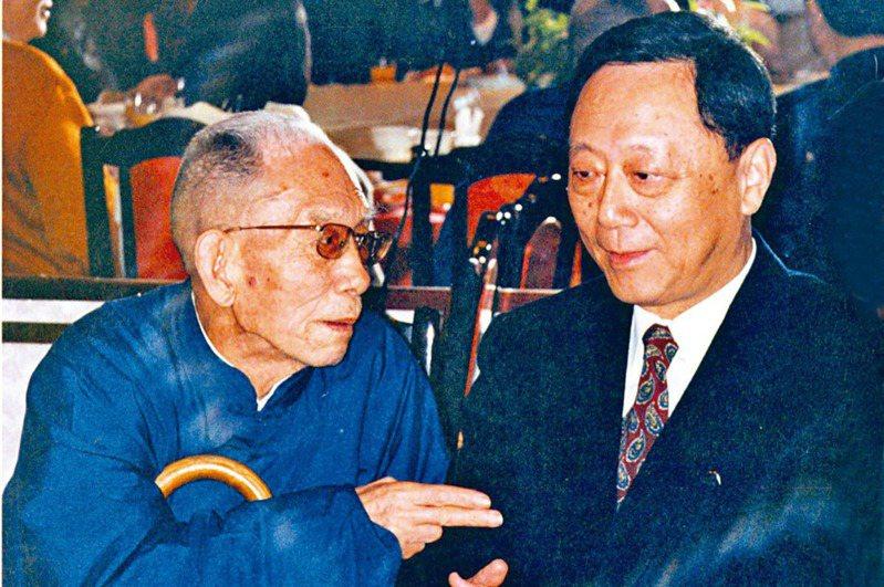 民國83年,劉國瑞(右)與牟宗三先生餐敘。一年後,牟先生病逝。(圖/沈珮君提供)
