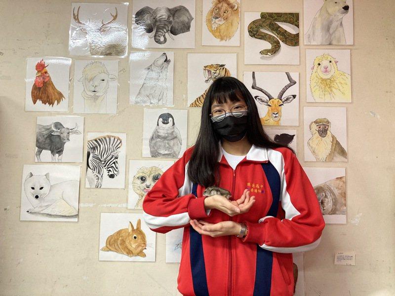 楊理涵從小熱愛小動物,今年透過台大希望入學計畫,錄取台大動物科學技術系。記者高宇震/攝影