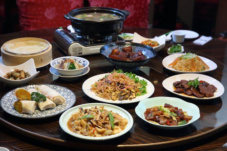 青葉台灣料理重新開幕,同樣提供百餘道經典料理。記者陳睿中/攝影