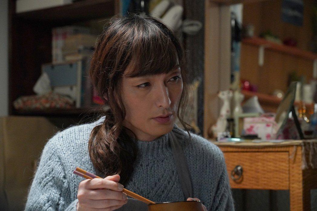 草彅剛近期推出新片「午夜天鵝」,在片中飾演跨性別者,演技大突破。圖/天馬行空提供