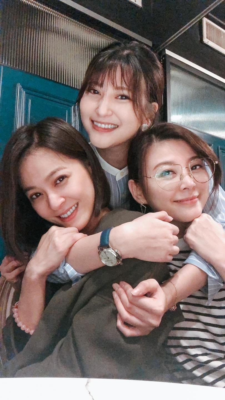 蘇晏霈(左起)、樓心潼、方馨感情親如姐妹。圖/摘自臉書