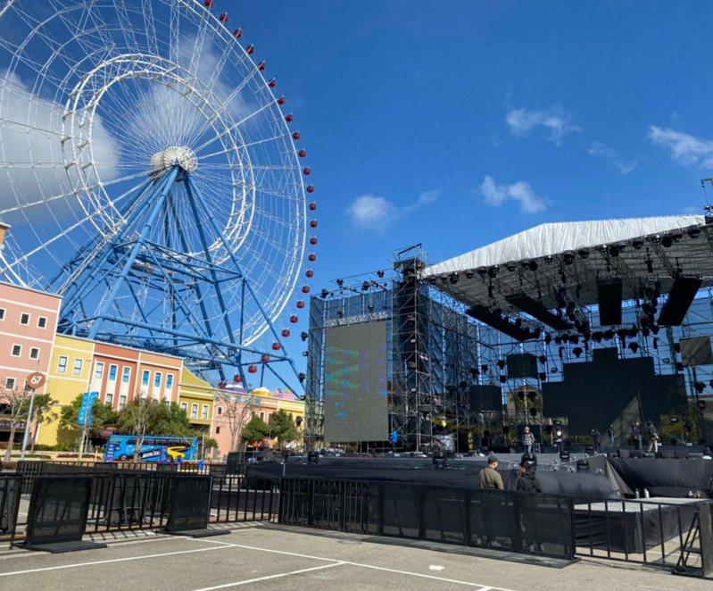 后里麗寶樂園跨年和元旦的雙演唱會,照常舉辦,今天忙布置舞台。圖/民眾提供