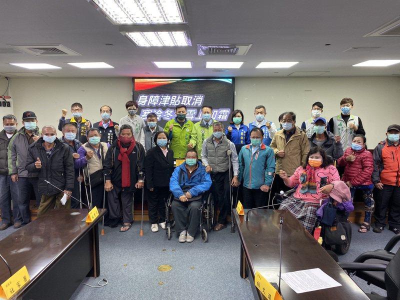台南市身心障礙者生活補助明年起將納入娘家財產計算,初估逾千名身障弱勢的補助恐受影響,引發藍綠議員反彈。記者鄭維真/攝影
