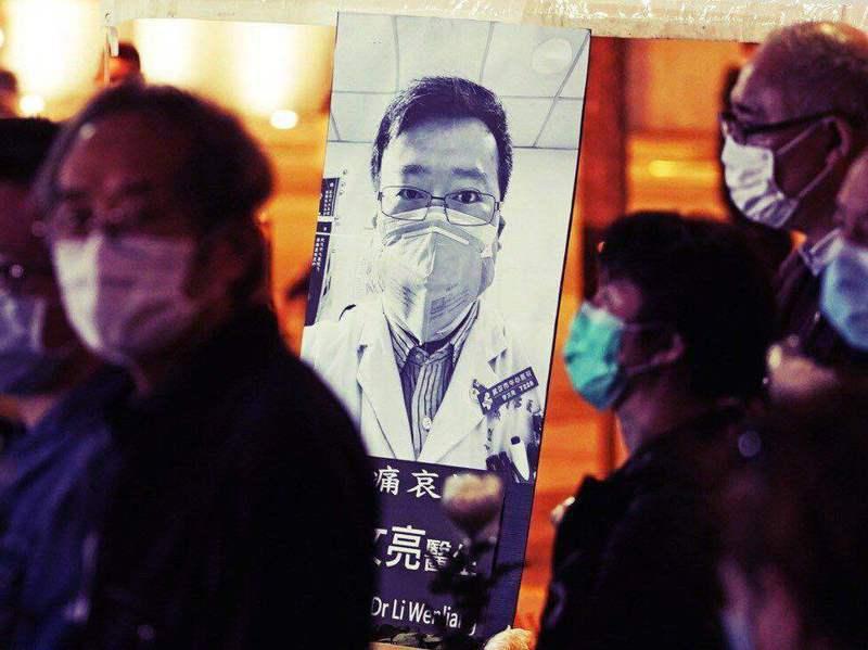 李文亮醫生被評為烈士,昨天他的名字在時隔一年後再次衝上微博熱搜。 美聯社