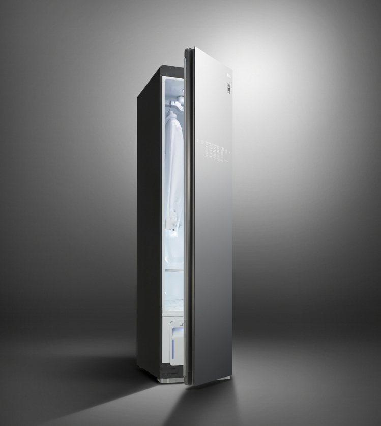 LG Styler蒸氣電子衣櫥PLUS版奢華鏡面款,建議售價69,900元。圖/...