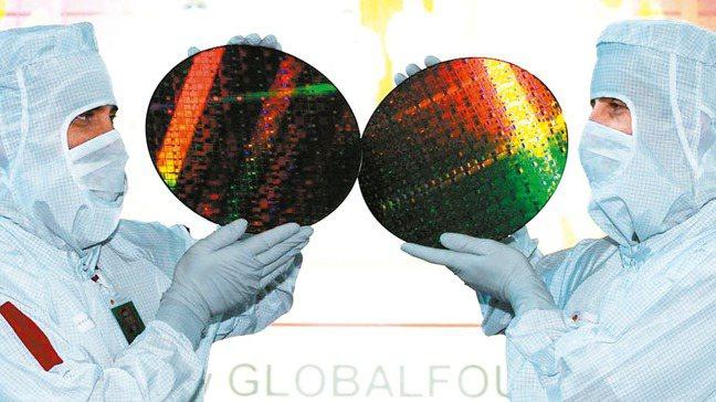 有能力取得晶圓產能的台灣IC設計公司,將是本波成熟製程缺貨的意外贏家。(本報系資...