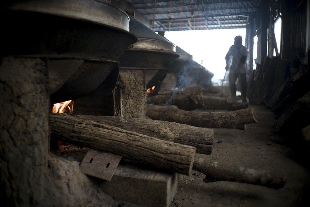 使用龍眼木柴燒24小時的年糕,一開鍋就有撲鼻的龍眼香。 圖/滿金商行 提供