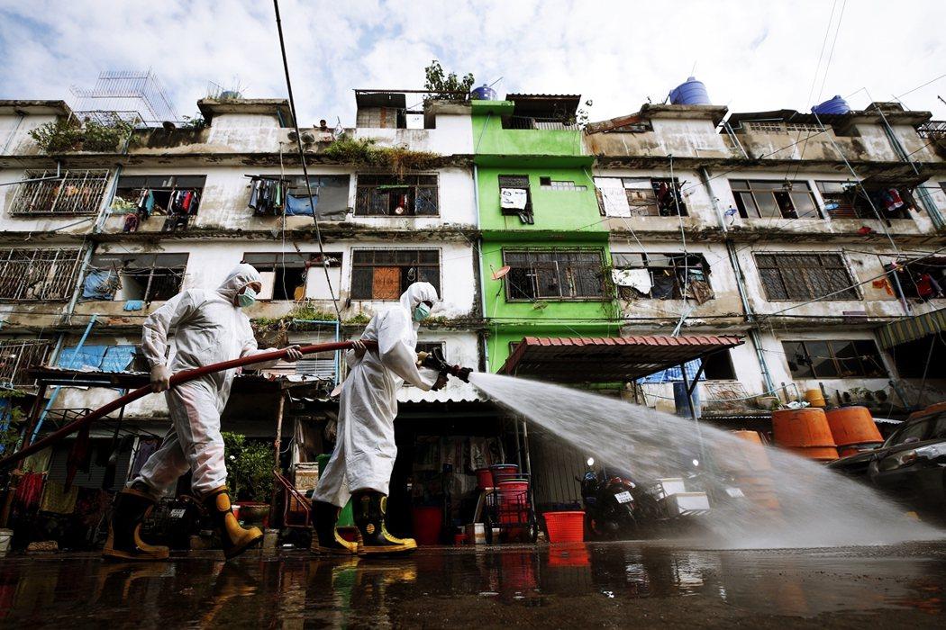 從12月18日,泰國龍仔厝府海鮮市場爆發疫情至今,同樣發生許多移工遭到雇主丟包、...