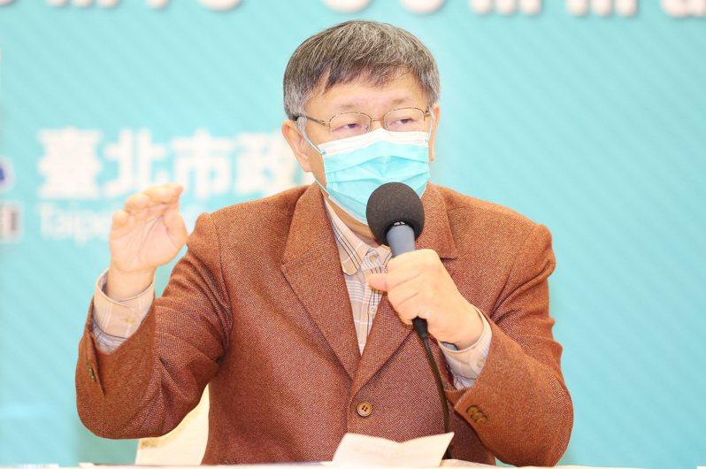 台北市長柯文哲上午宣布台北市政府跨年晚會照常舉辦,總量管制人數降為4萬人,並呼籲民眾注意保暖及做好防疫措施。記者曾學仁/攝影