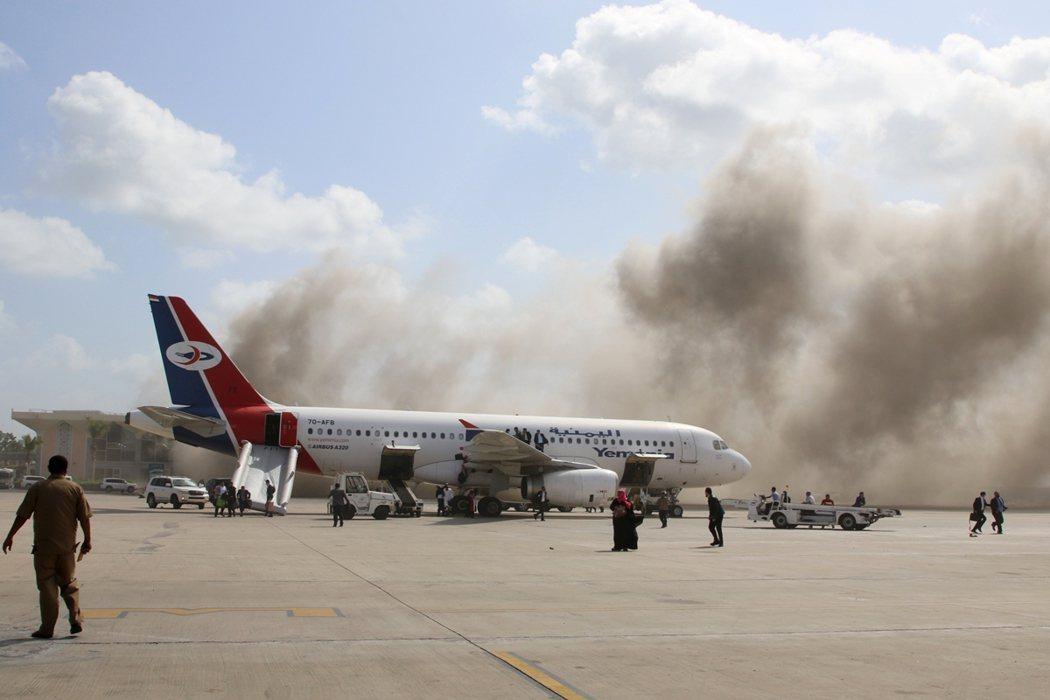 儘管專機上的新任總理、外長、各部長官員與沙烏地大使都倖免於難,但眾人緊急撤入亞丁...