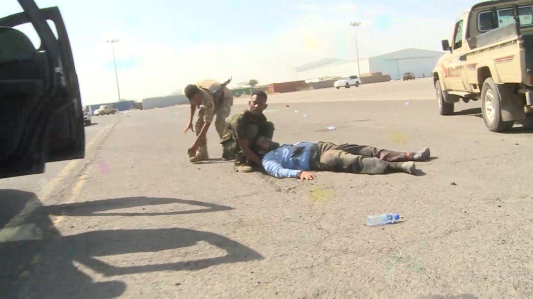 這起差點成功、針對葉門內閣全員的「斬首攻擊」,目前已知至少25人死亡、110人重...