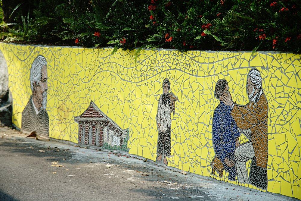 內興里以馬賽克拼貼藝術裝置,彩繪村風潮也讓農村變得更有活力。  圖/曾信耀 攝...