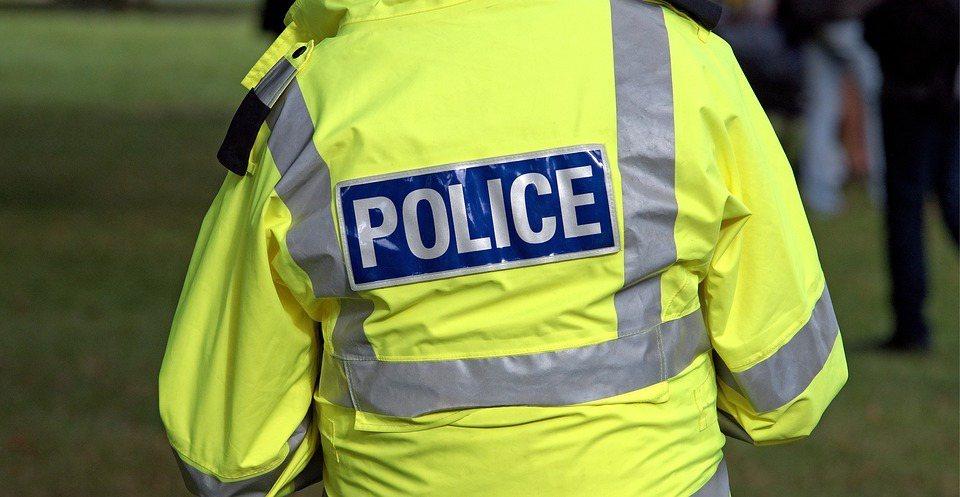那身筆挺制服底下暗藏的是基層員警的無奈與警界弊病。 圖/pixabay