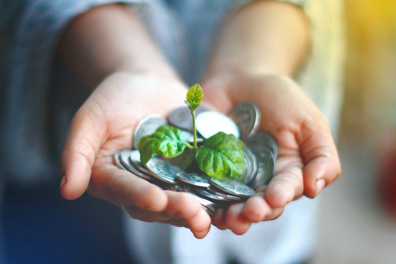 目前增值回饋分享金有4種領取方式,分別為抵繳保費、購買保額、儲存生息或領取現金,...