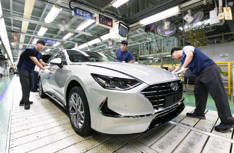 繼去年底暫時停產後,Hyundai宣布牙山工廠自8日起再度中斷「國民車」Sona...
