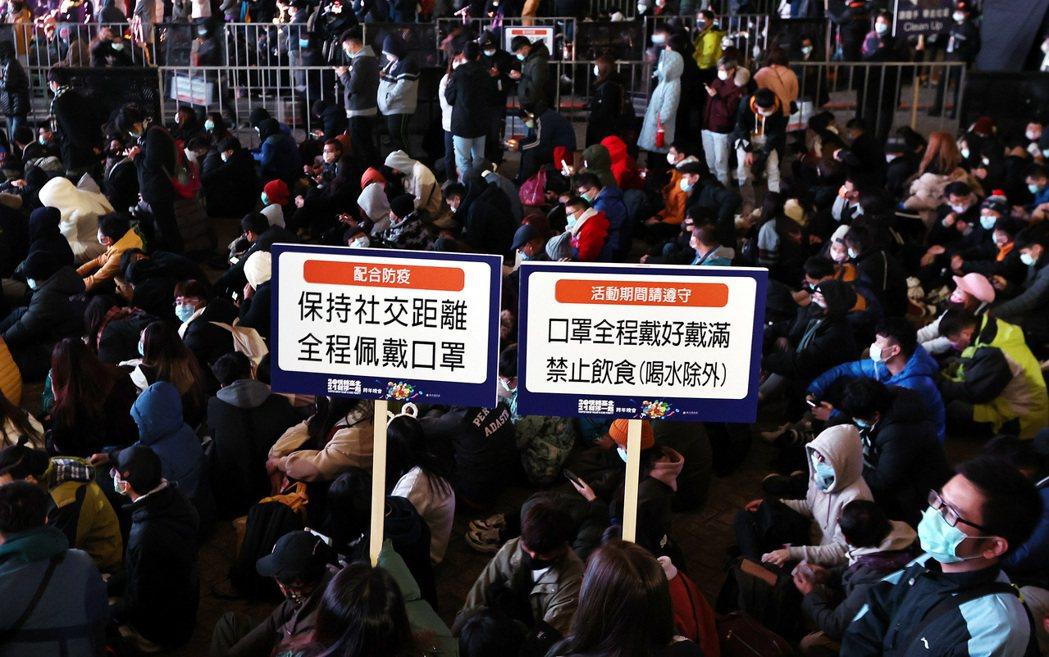 由臺北市政府主辦的「臺北最High新年城-2021跨年晚會」晚間登場,在防疫至上...