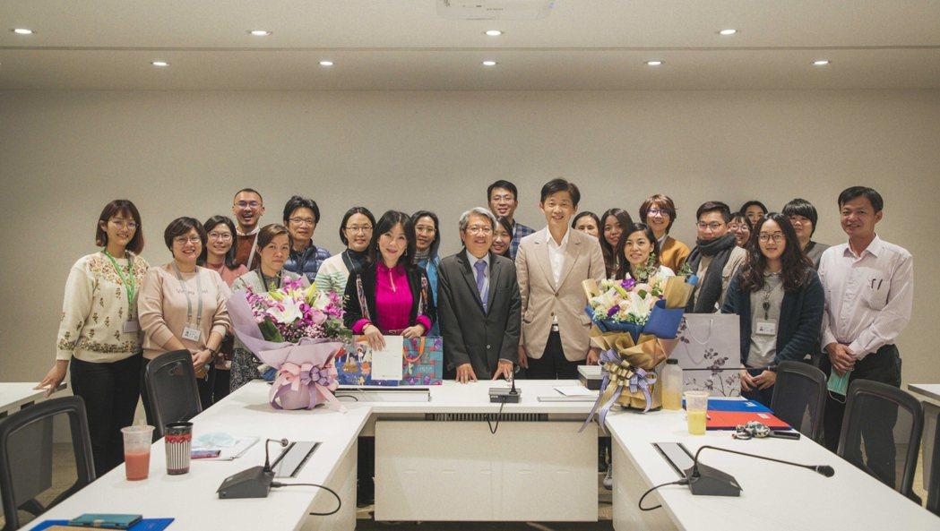 南美館昨(30)日舉辦歡送會,感謝正副首長兩位的帶領。南美館/提供