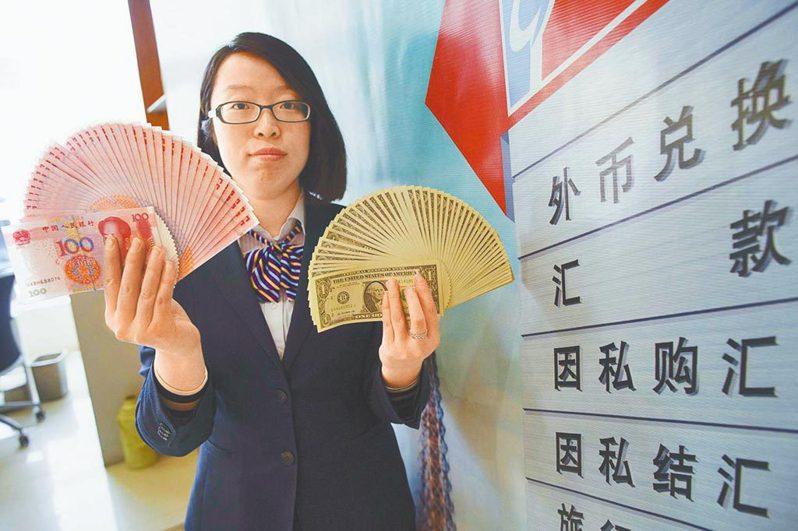 2020年全年,人民幣兌美元中間價升值幅度達6.47%。中新社資料照片
