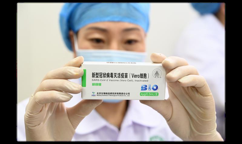 大陸今天宣布,首款國產新冠肺炎疫苗已獲准有條件上市,並將為全民免費提供。中新社