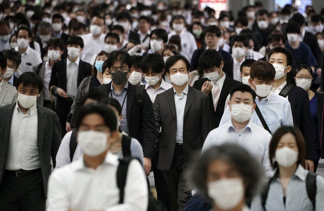 日本共同社報導,東京都知事小池百合子表示,東京單日新增新冠病毒確診數超過1,00...