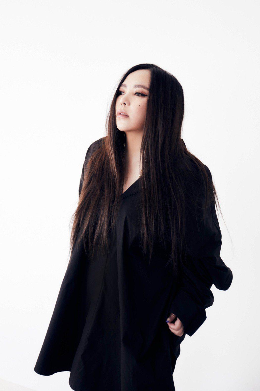 張惠妹無預警釋出新歌「緩緩」。圖/環球音樂提供