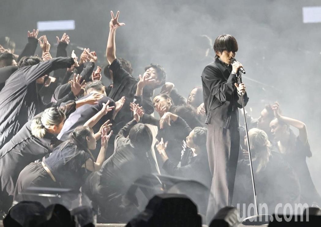 林宥嘉在「臺北最High新年城-2021跨年晚會」獻唱。記者侯永全/攝影