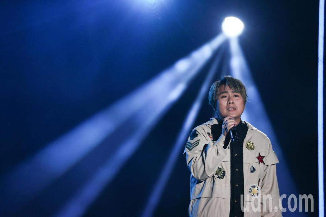 王仁甫表示,唱「我難過」時應該要很投入,但是看到大家都在笑,就覺得應該要唱甜蜜一...