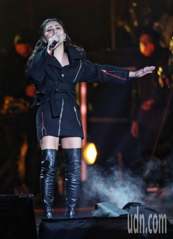艾怡良在「臺北最High新年城-2021跨年晚會」獻唱。記者侯永全/攝影