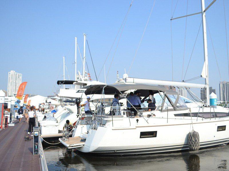 遊艇旅遊風興起,也帶動遊艇社交,產生新的商業交流模式。記者鄭惠仁/攝影