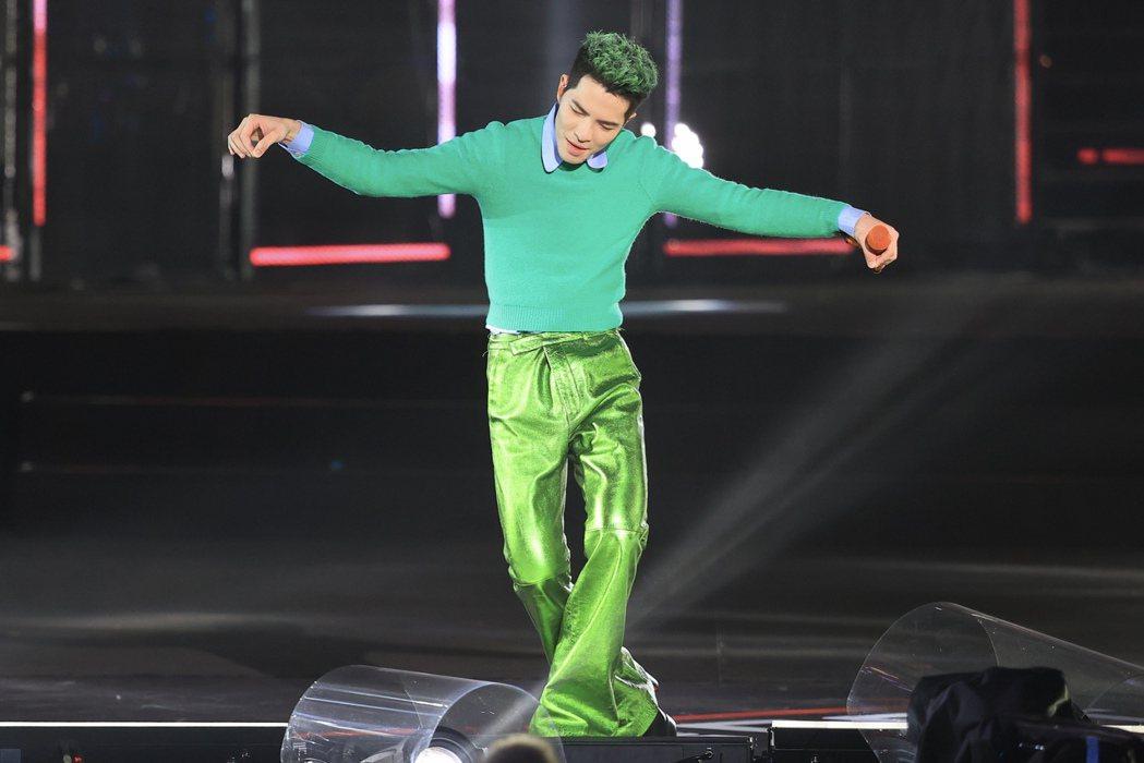 台北最HIGH新年城-2021跨年晚會,蕭敬騰演唱。記者林伯東/攝影