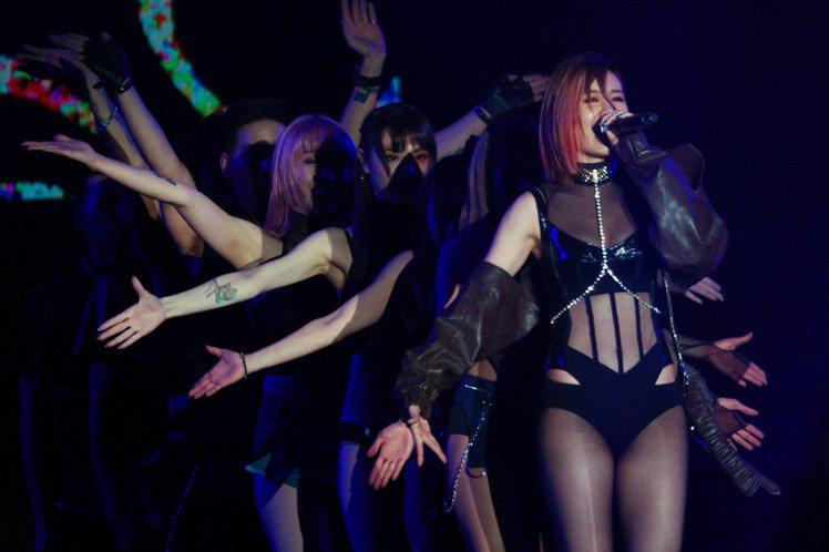 藝人安心亞曼妙舞姿,讓歌迷如痴如醉。記者黃仲裕/攝影