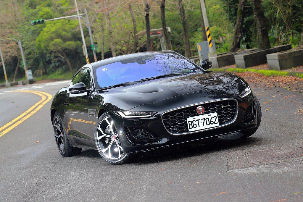 小改款Jaguar F-Type正式導入台灣市場,試駕車型為售價366萬的P30...