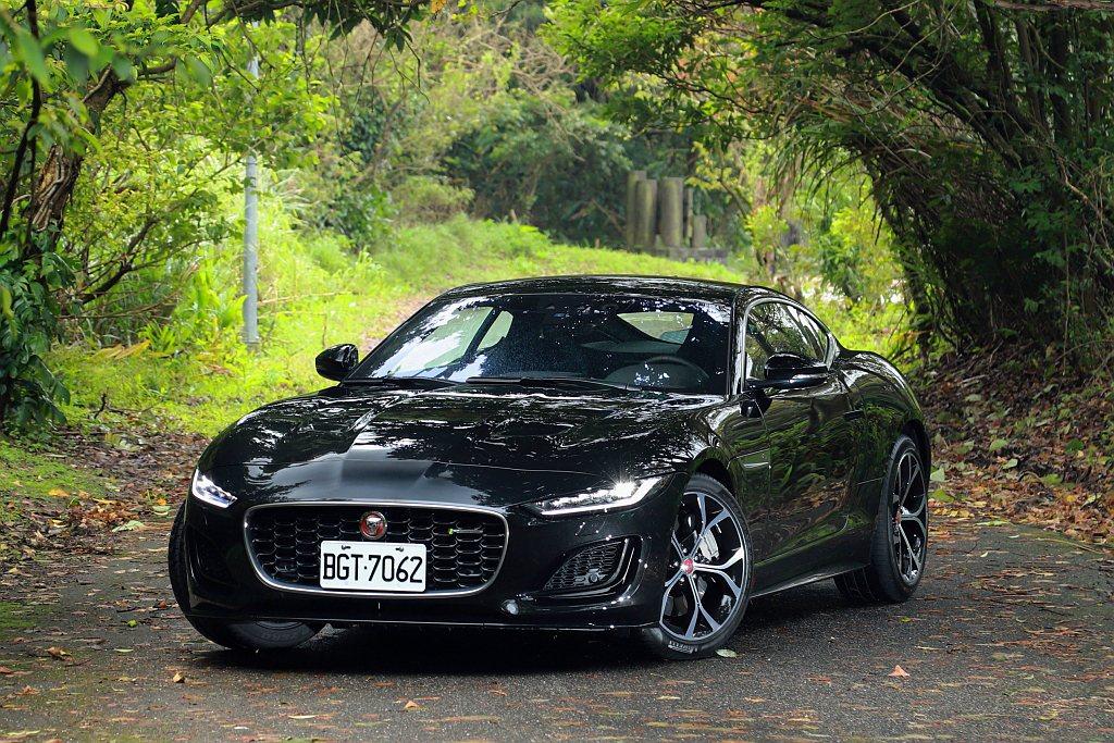 小改款Jaguar F-Type新式狹長型LED頭燈造就更鋒利的視覺感,契合J ...