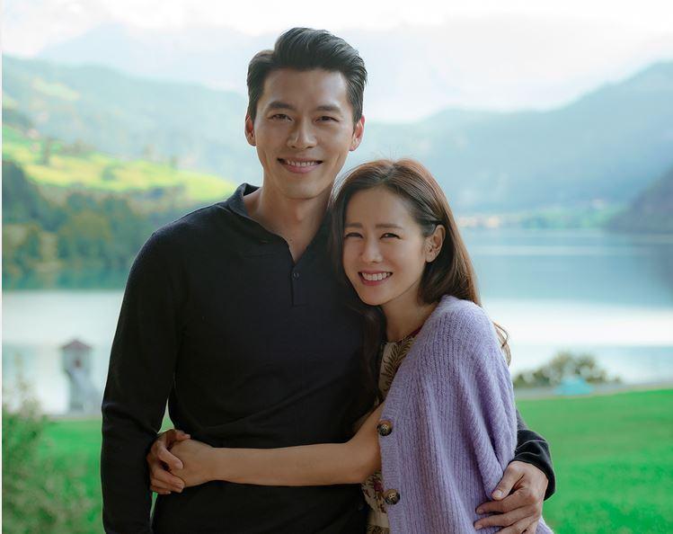 韓劇女神孫藝真與玄彬(左)搭檔演出「愛的迫降」。圖/Netflix提供